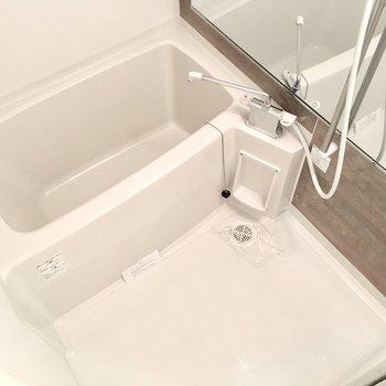 お部屋に合わせてお風呂も木目調に。