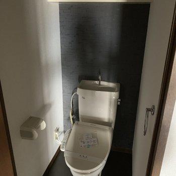 【工事前】お手洗いは本体は既存活用ですが、真っ白な清潔感のある空間になります。