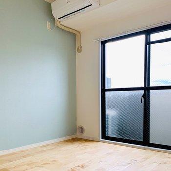〈洋室〉エアコンはこのお部屋にも付いているんですよ◎1年中快適だね。