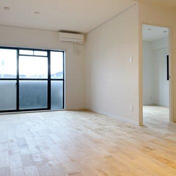 右からは洋室へとつながっています◯扉もついていますよ。