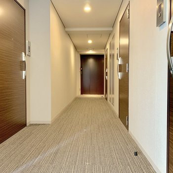 今回のお部屋はエレベーターから一番離れた角部屋です