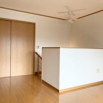 階段から直接洋室です。
