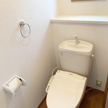おトイレは玄関すぐのドアから。