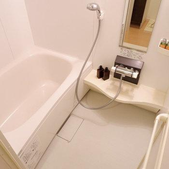 追焚機能、浴室乾燥機付きのお風呂です。※インテリアはサンプルになります