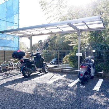 バイク置き場、