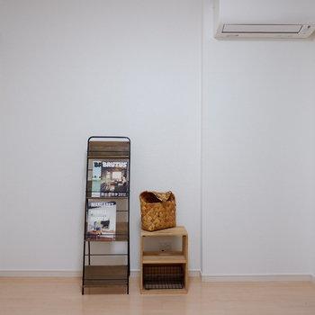 【洋室5.2帖】エアコンも付いていて、快適に過ごせます。※インテリアはサンプルになります