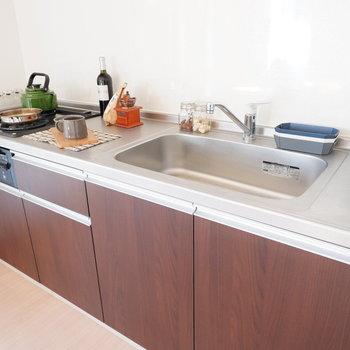 【DK】シンクも広く、洗い物も捗りそう。※インテリアはサンプルになります