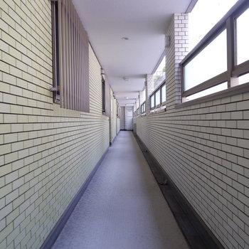 お部屋の前の廊下は落ち着いていました。