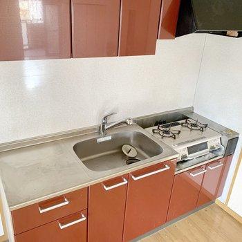 作業スペースもしっかりの広々キッチン。(※写真は清掃前のものです)