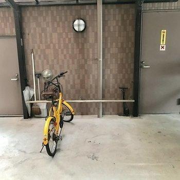1階部分に駐輪場あります。