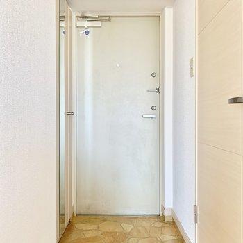 すっきりとした玄関。