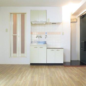 コンパクトな可愛らしいワンルーム。(※写真は3階の似た間取り、別部屋のものです)