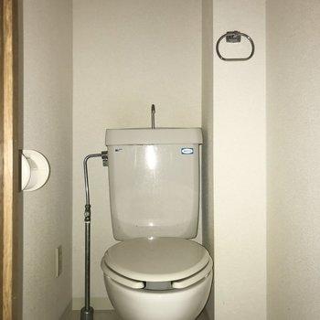 トイレには収納がありません※フラッシュを使用しています