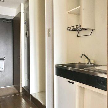 キッチン、洗濯機置き場、給湯器と続いていきます