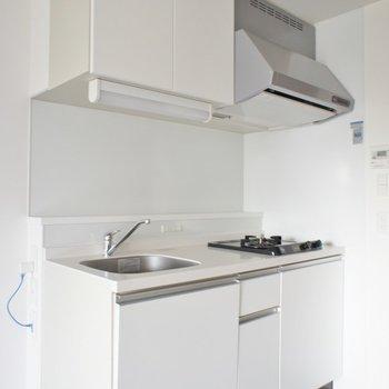 キッチンもスタイリッシュに。※写真は同タイプの別部屋