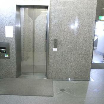 5階なのでエレベーター必須ですね。