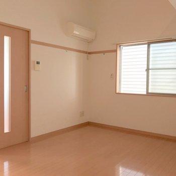 2面採光は角部屋の特権ですね。(※写真は清掃前のものです)