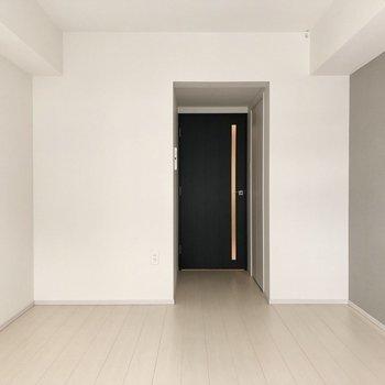 白を基調としていて、キレイです。※写真は1階の反転間取り別部屋のものです