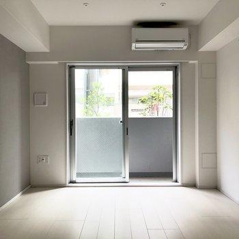 落ち着いた雰囲気のお部屋。※写真は1階の反転間取り別部屋のものです