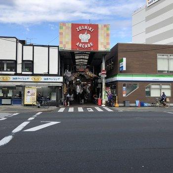 駅前の商店街は暖かみのある雰囲気でした〜。