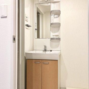 独立洗面台。使いやすそうです〜。※写真は1階の反転間取り別部屋のものです