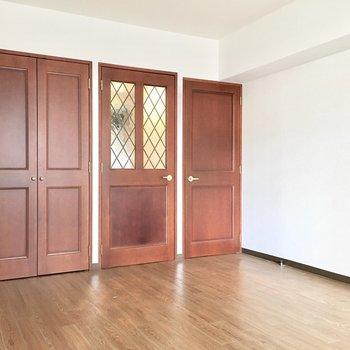 やっぱり家具はヴィンテージかな!(※写真は3階の同間取り別部屋のものです)