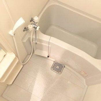 お風呂はシンプルに。(※写真は3階の同間取り別部屋のものです)