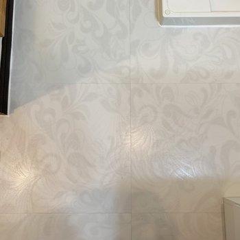 あ!玄関と水回りの床が色違いでした!