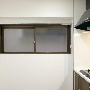 キッチン横にも開口部。