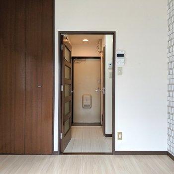 ダークカラーの扉。