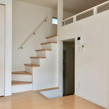 階段でカフェオレ
