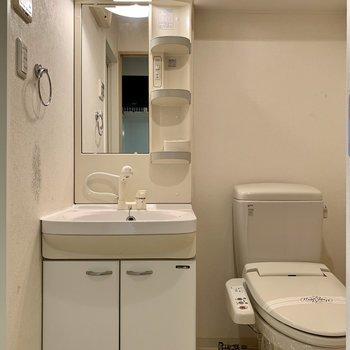 脱衣所に洗面とトイレと、、