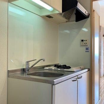 キッチン手前に冷蔵庫置場ありますね