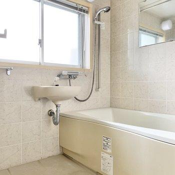 お風呂は洗い場広めで、ゆったりできそう