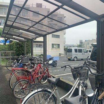 自転車置き場はエントランス横にありました