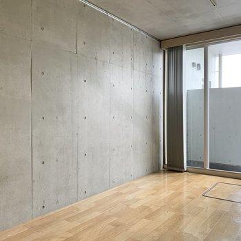 壁はコンクリート打ちっぱなしでスタイリッシュ