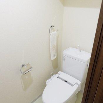 しっかり、トイレも個室タイプ。※家具・雑貨はサンプルです