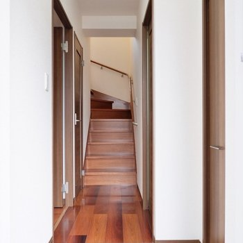 上の階に向かいましょう。