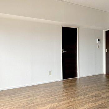 床も扉も大人な雰囲気。