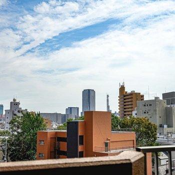 名古屋駅方面の景色が見えます。高いってイイね!