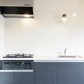 キッチンは結構シンプル。空間のメリハリがあるってイイね