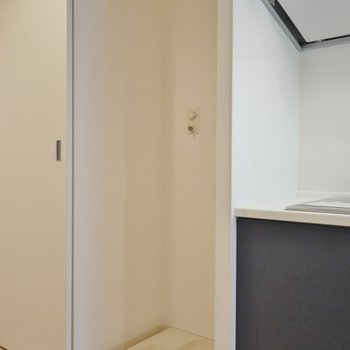 隣には、洗濯置場。※写真は、同じタイプの713号室。