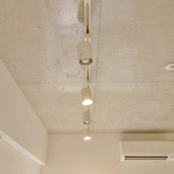 照明もしっかりとお洒落に。※写真は、同じタイプの713号室。