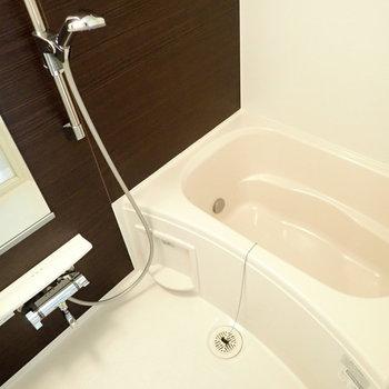シャワーヘッドの位置は可変式でした!