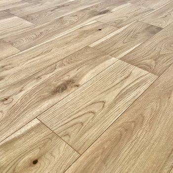 優しい触り心地の無垢床