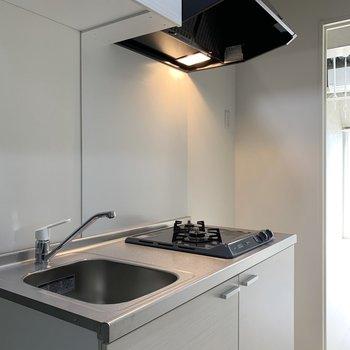 キッチン隣に冷蔵庫が置けます
