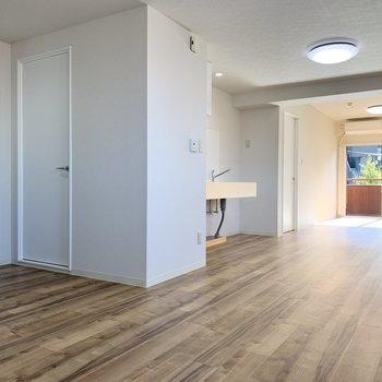 【LDK】床は木目調で爽やか※写真は前回募集時のものです