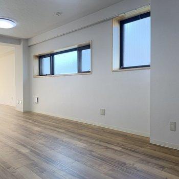 【LDK】窓がたくさんついています※写真は前回募集時のものです