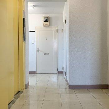 エレベーター前のお部屋です※写真は前回募集時のものです