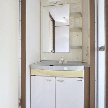 大きな洗面台なので、朝の準備もしやすそう◎